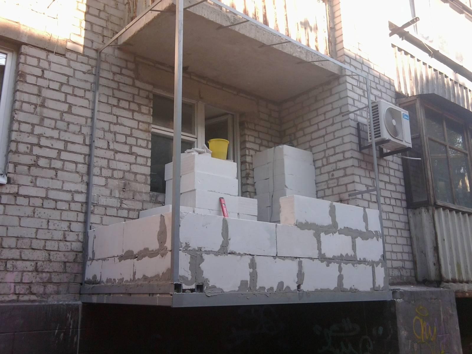 Кладка балкона пеноблоками..